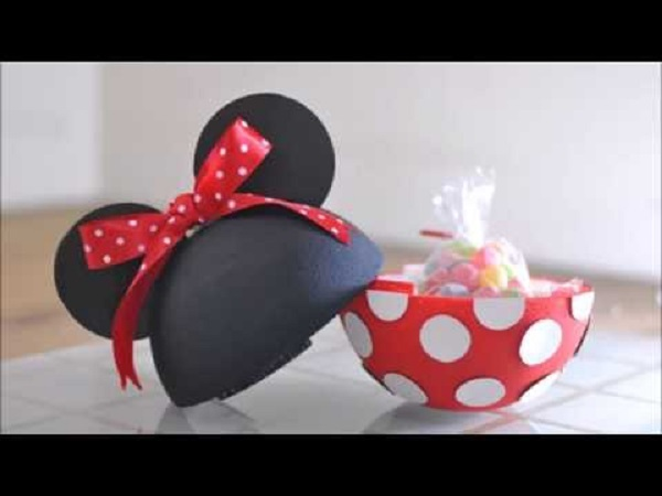Minnie's surprise super ball with candy