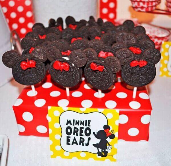 Minnie shaped chocolate lollipops