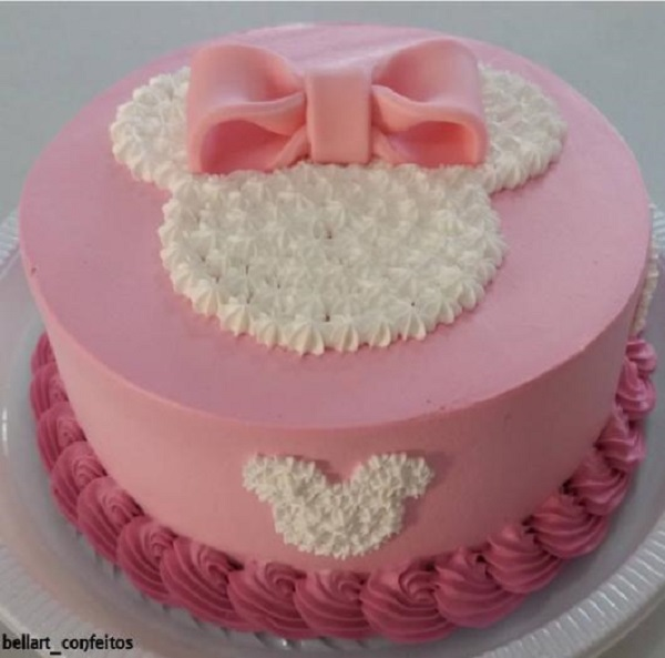 Delicate cake for minnie pink party