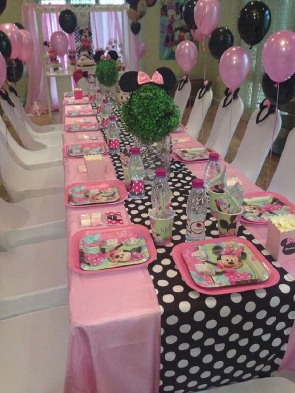 Reserve a special space for the children to taste the party's delights