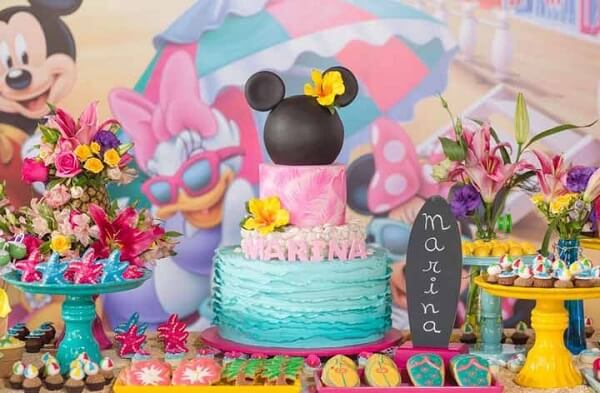 Minnie's party with a tropical theme