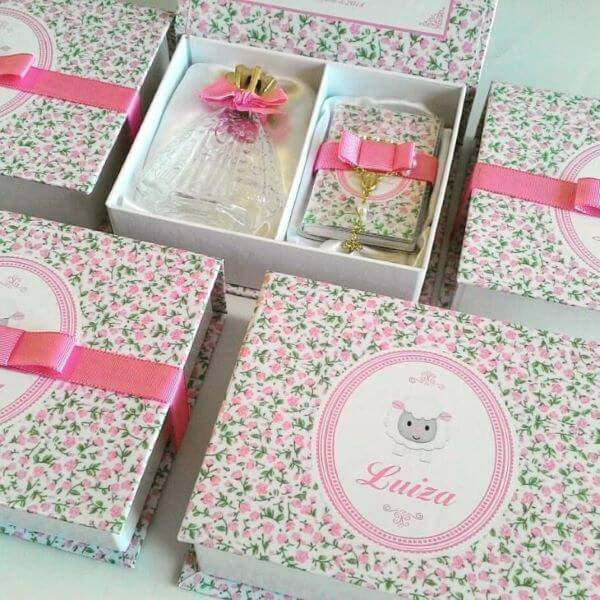 Souvenir of christening with floral print on the box