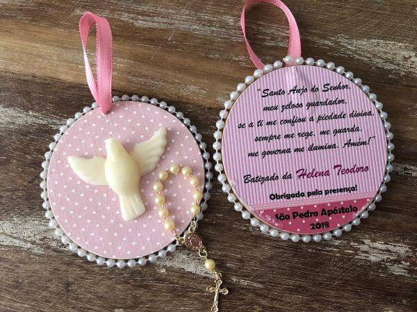Simple and delicate christening souvenir