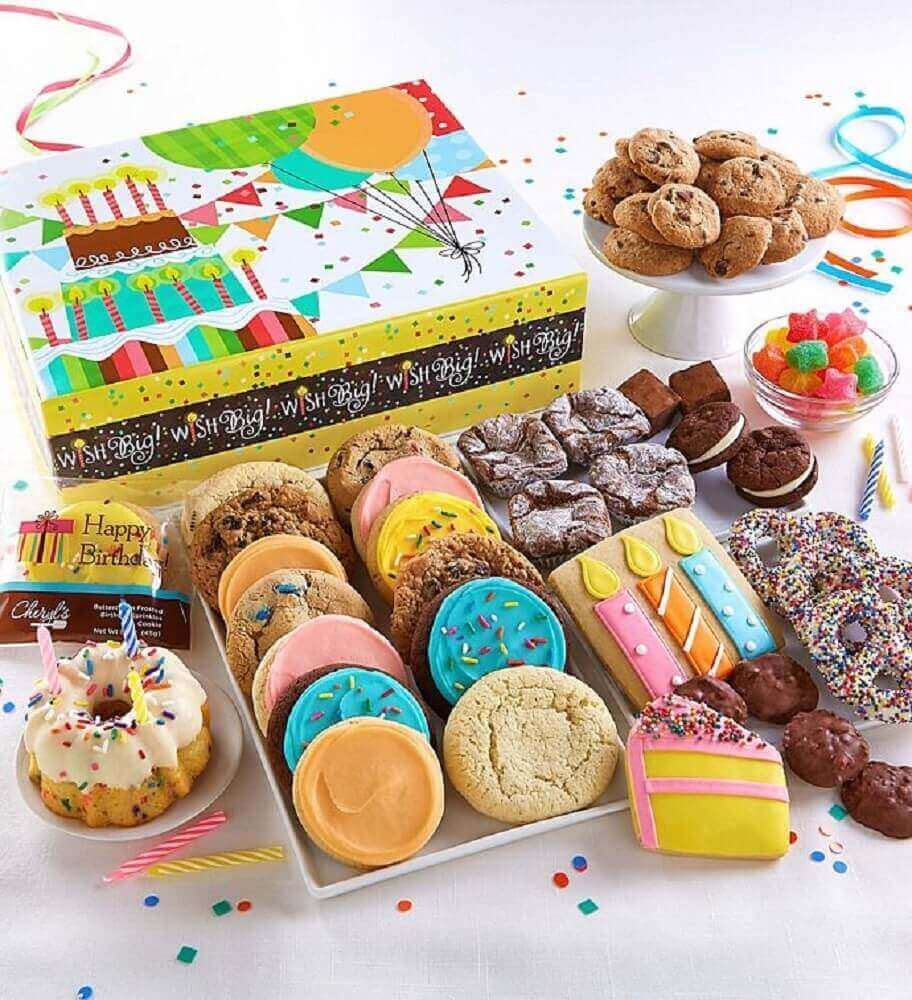 box party with lots of candy -cookies Foto Pinterest