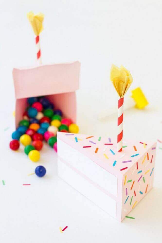 cake box party stuffed with chocolate confetti - Foto the spruce