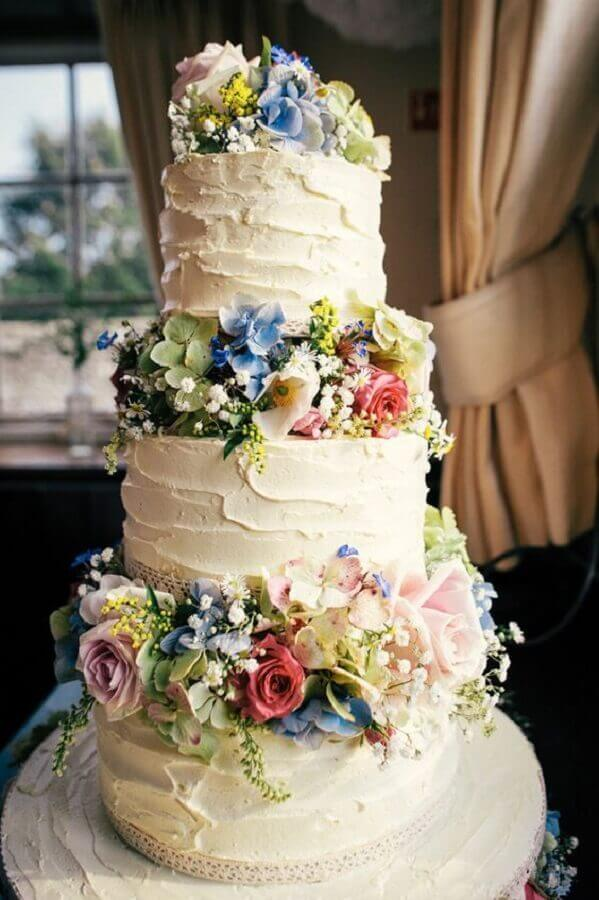 3 storey crystal wedding cake decorated with flowers Foto Pinterest
