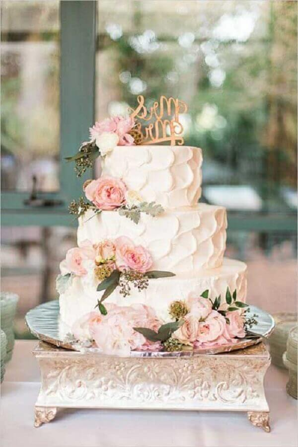 white crystal wedding cake decorated with pink flowers Photo Noivei at last