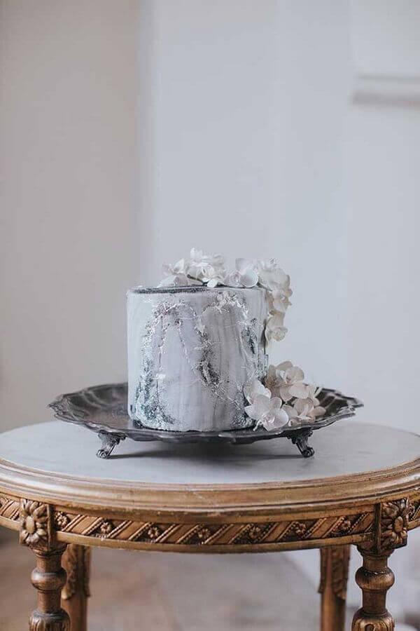 idea of modern cake for crystal wedding Photo Martha Stewart Weddings