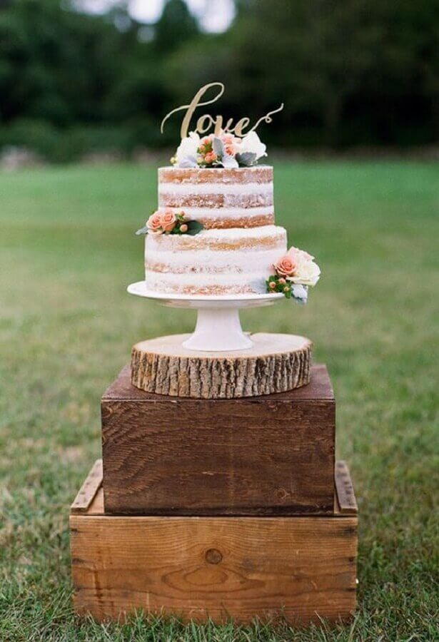 naked cake for crystal wedding party Photo My Wedding Favors