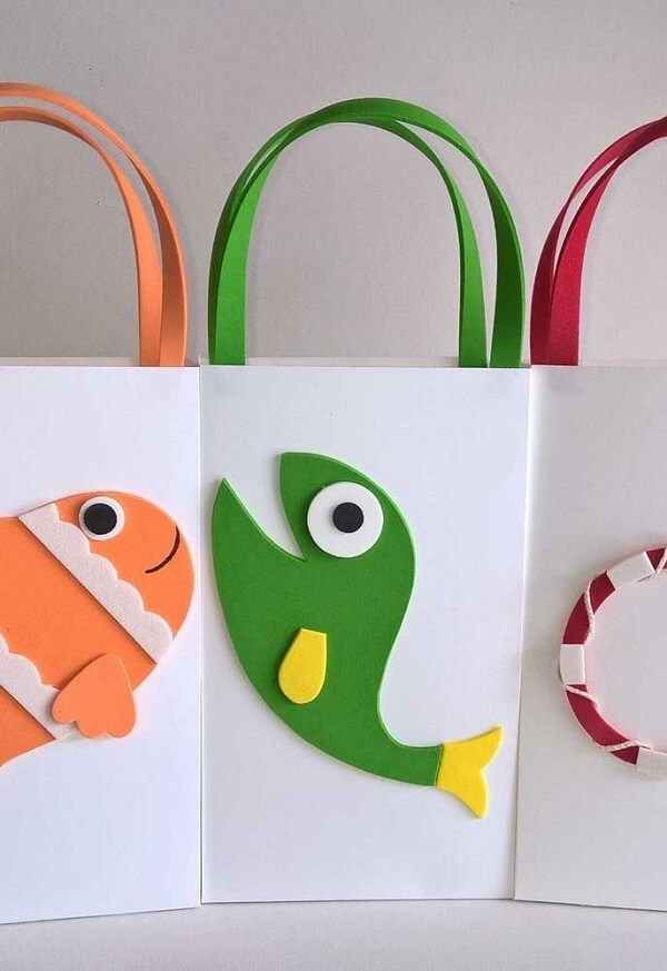 Creative little bags with EVA details to distribute as a party souvenir