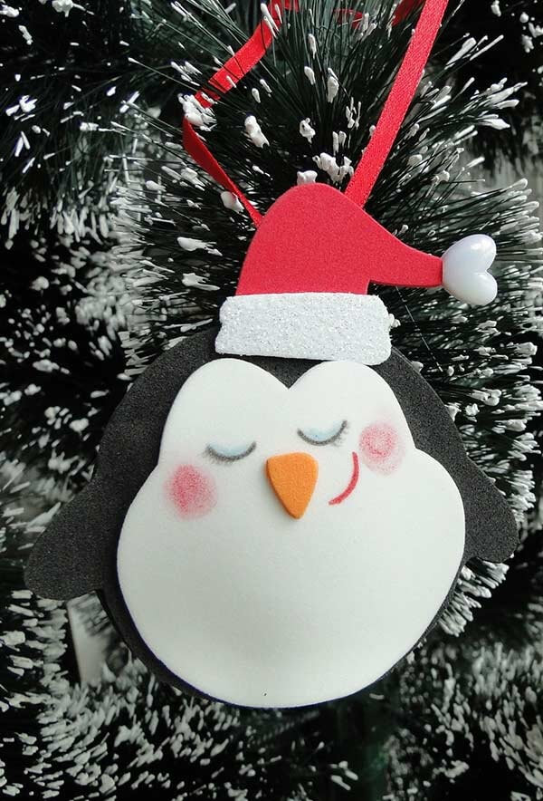 I presented the guests with a beautiful little penguin as a form of Christmas souvenirs in eva