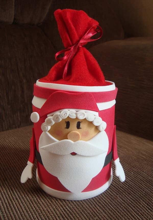 Santa's little box charms guests as Christmas souvenirs in eva