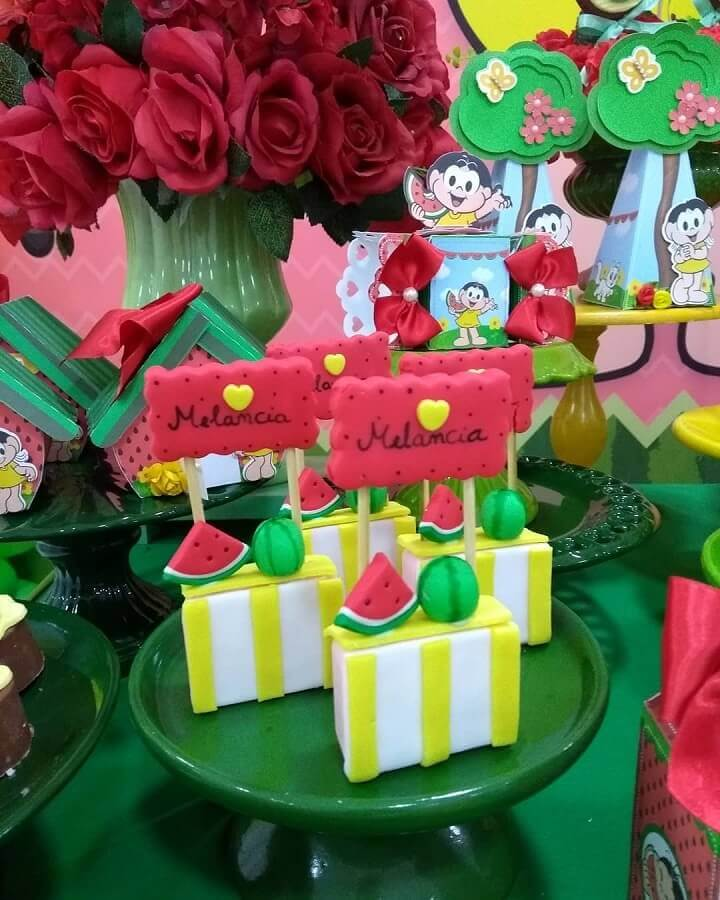 different custom candies for magali party table Foto Cintia Martins