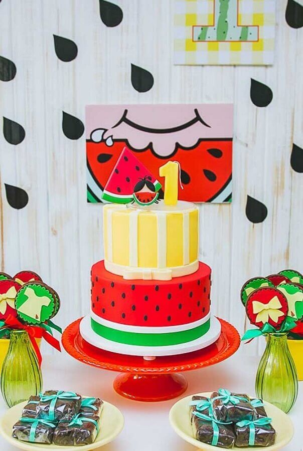 beautiful decorated cake for magali party table Foto Festas Biz!