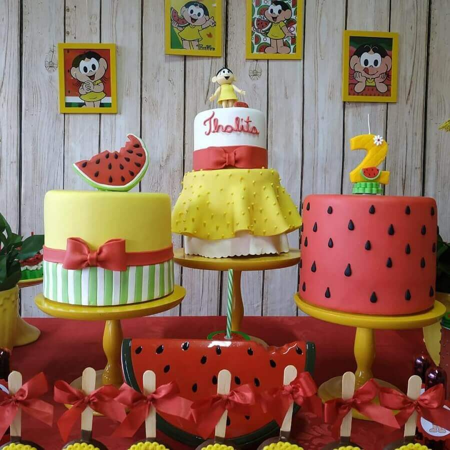 magali's party table decorated with three custom Foto Pinterest cakes