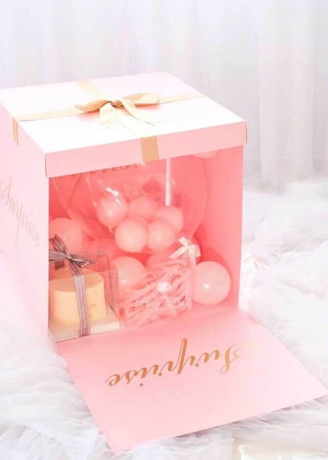 surprise box for friend in pink Photo Pinterest