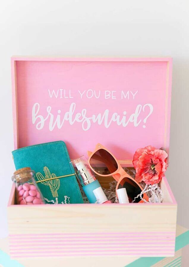 surprise box for friend maid of honor Photo Pinterest