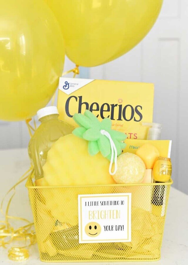fun surprise box for friend decorated in yellow Photo Pinterest