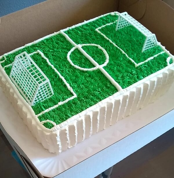 Cake grass for children's party soccer theme