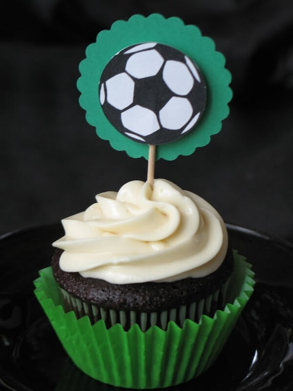 Cupcake with custom tag for kids party soccer theme