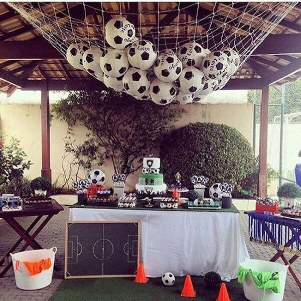 Simple outdoor football theme party