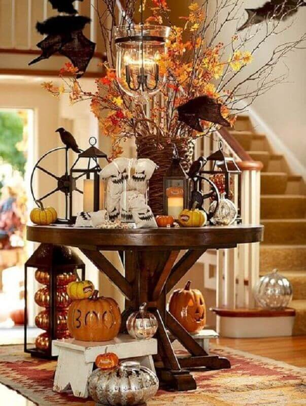 Table decorated with orange elements for Halloween party Photo Pinterest