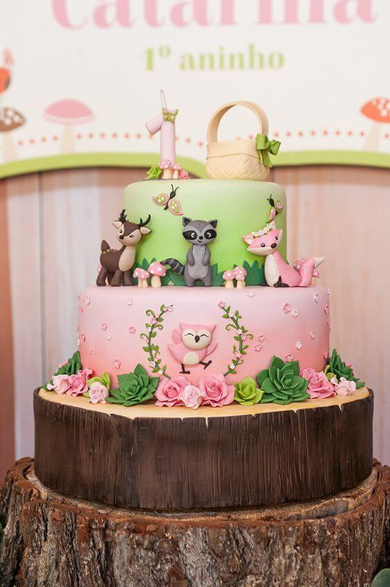 Enchanted garden cake with wooden look and animals Photo by Constance Zahn