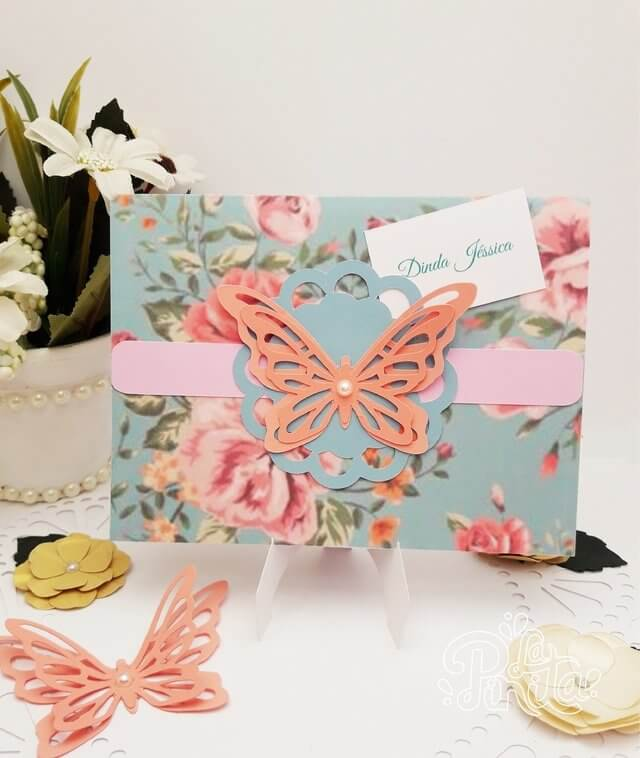 Invitation enchanted garden with flower package and butterfly Photo by La Pinita