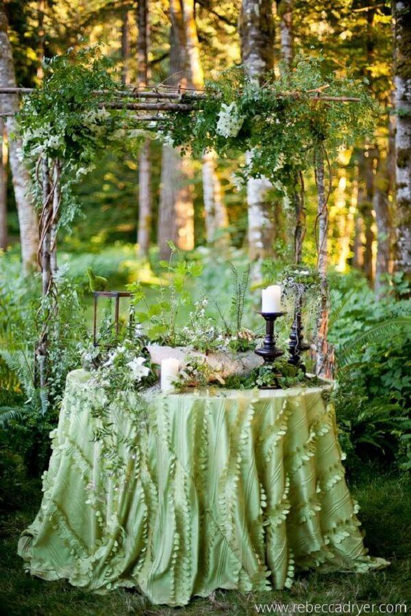 Tones of green for the enchanted garden party