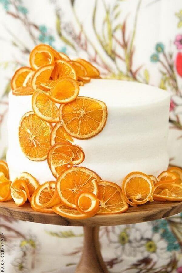 cake decorated with yellow fruits Foto Pinosy