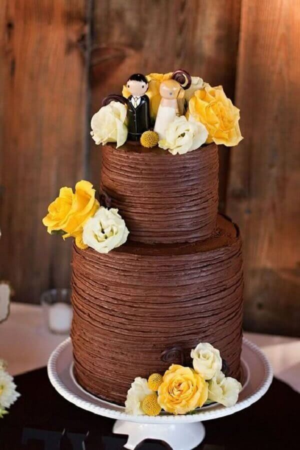 chocolate cake decorated with white and yellow roses for wedding party Foto Air Freshener