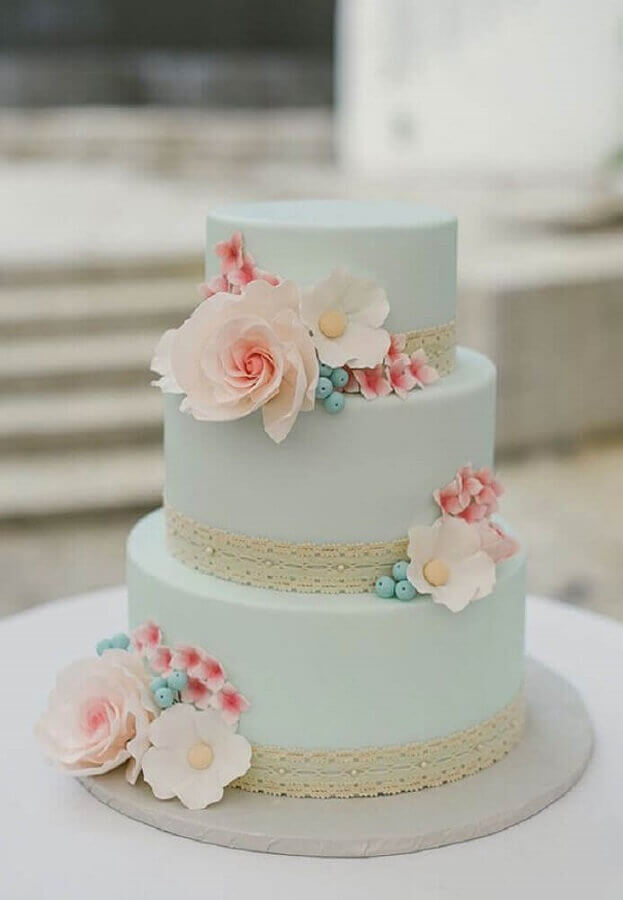 cakes decorated with american paste flowers and lace Photo Welcome Bride