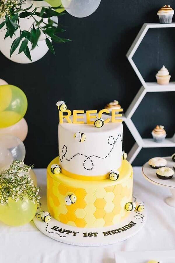 children's decorated cakes with a bee theme Foto Pinterest