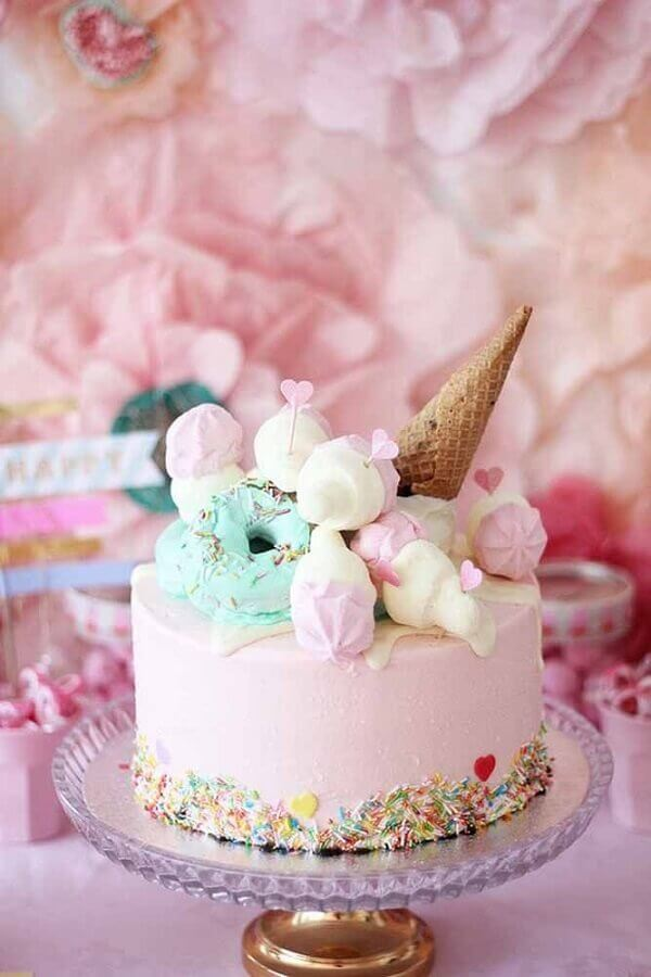 fun simple decorated cakes with colorful granulated sighs and ice cream shell Foto Pinterest