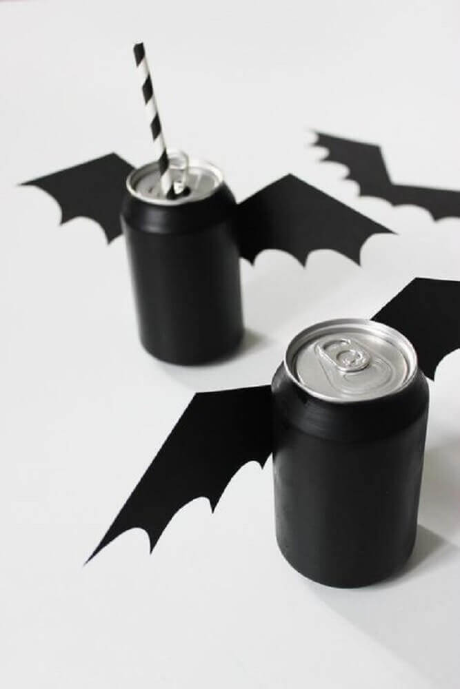 Halloween party with personalized soda cans Foto Pinterest