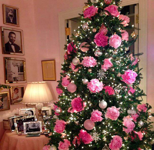 rose christmas tree with decorations