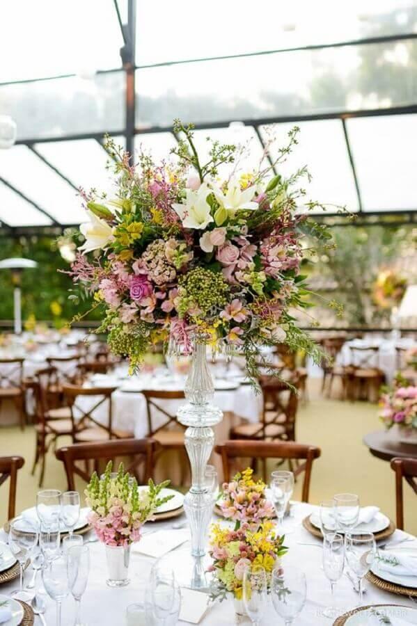 flower arrangement for outdoor wedding party Foto Pinosy