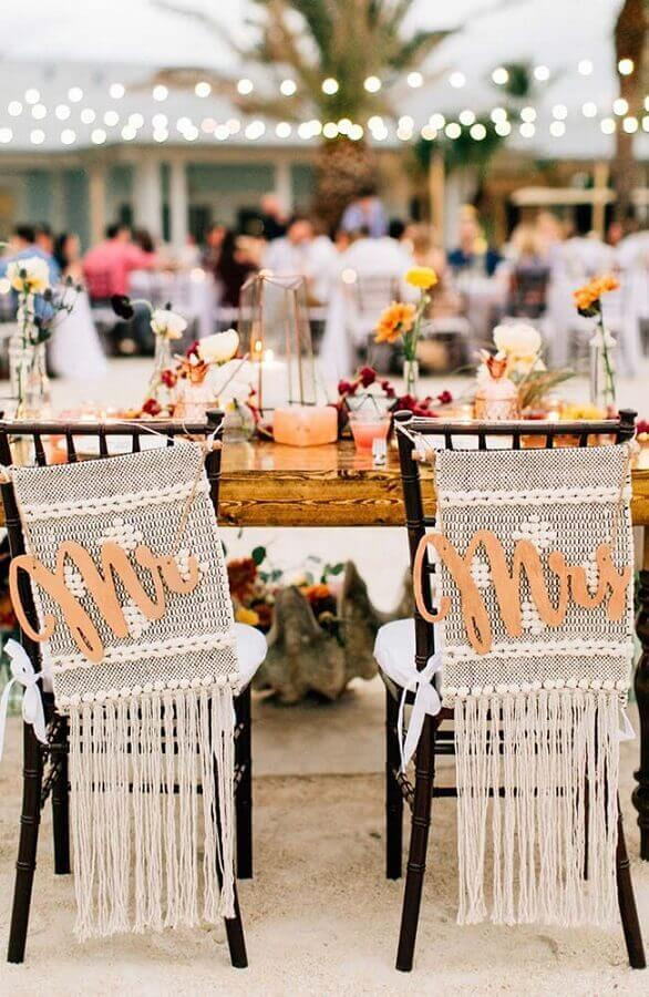 outdoor wedding party with decorated chairs Foto Pinterest