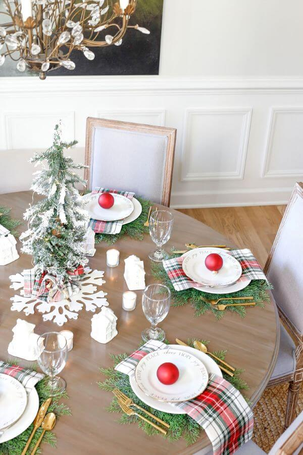 Christmas tree table arrangements with fruit