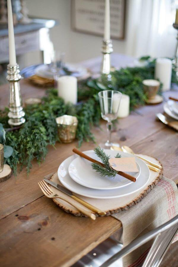 Simple Christmas table decoration