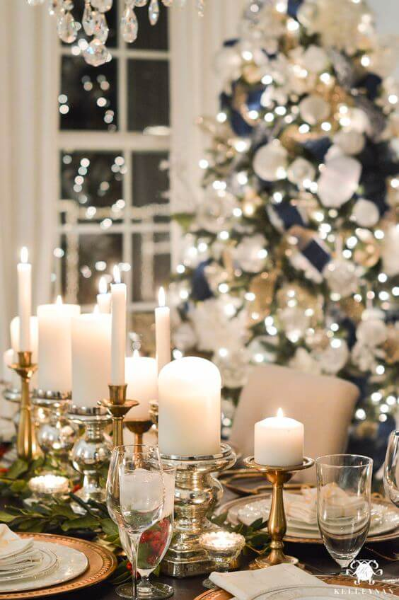 Candles are great options to decorate the Christmas table