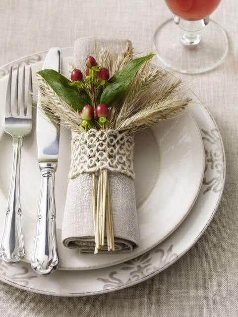 Simple and beautiful Christmas decorated table