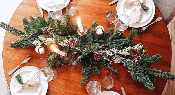 Simple and beautiful Christmas table centerpiece