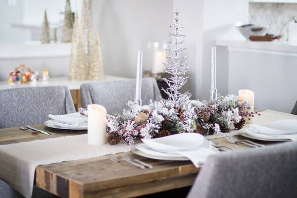 Simple decoration with Christmas table