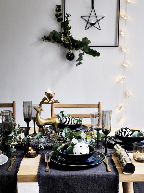 Black and gold Christmas table