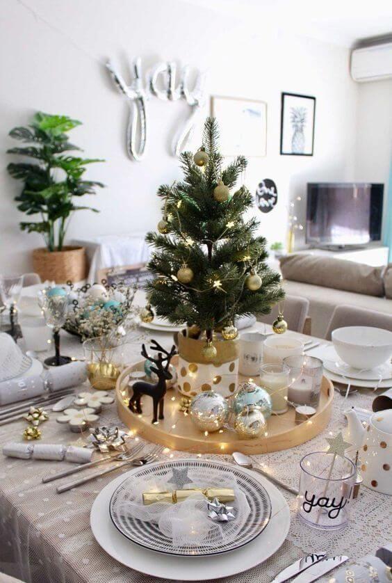 Simple Christmas dinner table
