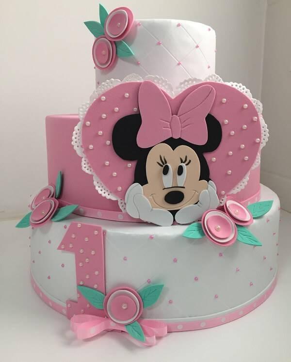 Minnie's EVA fake cake in three-story baking