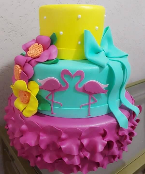 Eva cake with flamingo theme