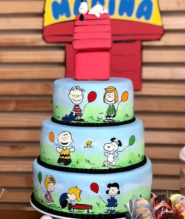The cake is inspired by the characters from the film Snoopy