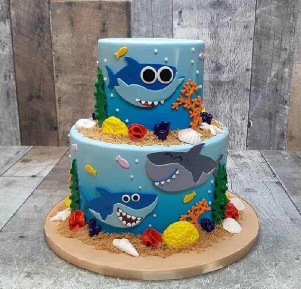 Cake made with the characters from the Baby Shark fake drawing